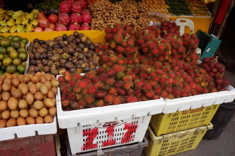 Rambutan und andere heimische Früchte